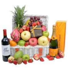 classic_fruit_hamper_with_champagne_wine_chocolate_2016